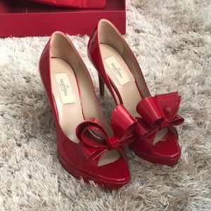AUTH red patent leather d'Orsay Valentino pumps